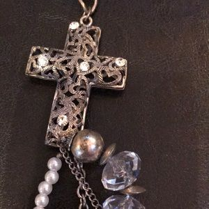 Jewelry - 🌵🌵25 inch Pearl silver white cross necklace